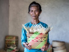 Work of crafts: Ketut Dipet, 58, holds a traditional Balinese woven bamboo basket locally called keben. JP/Agung Parameswara