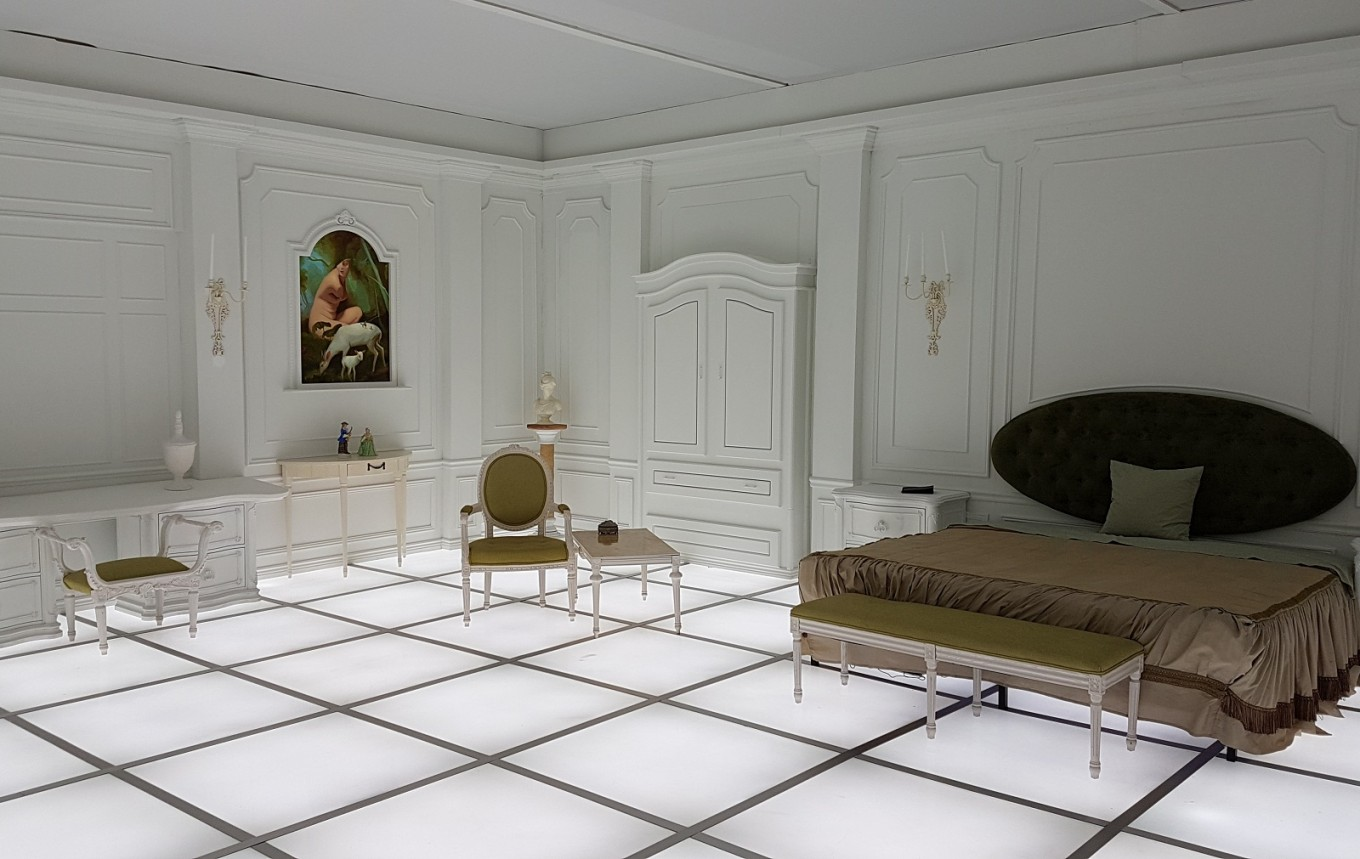 2001 a space odyssey bedroom