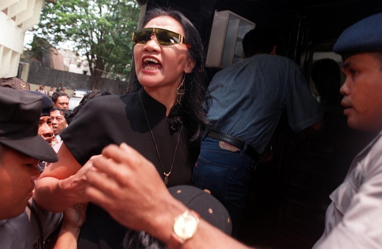 Artist reprimands Jakarta agency for towing car