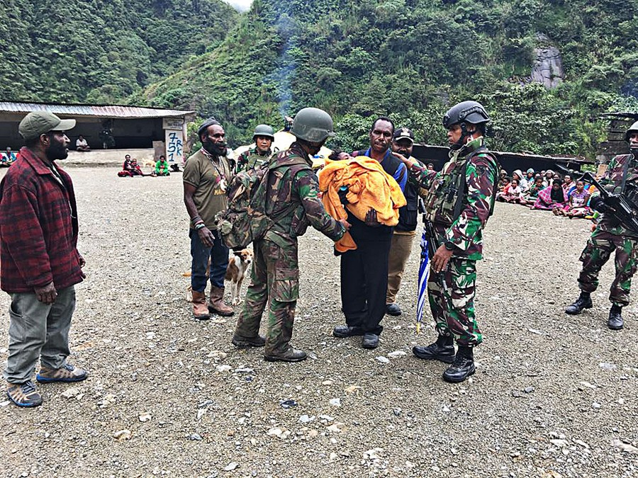 Hundreds of villagers seek refuge after shootout in Papua