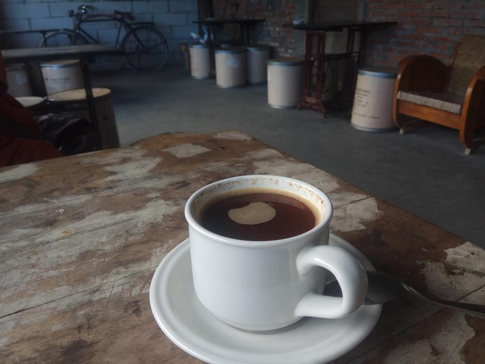 A cup of coffee at Kopi Selo coffee shop on Jl. Selo-Borobudur, Selo, Boyolali, Central Java.