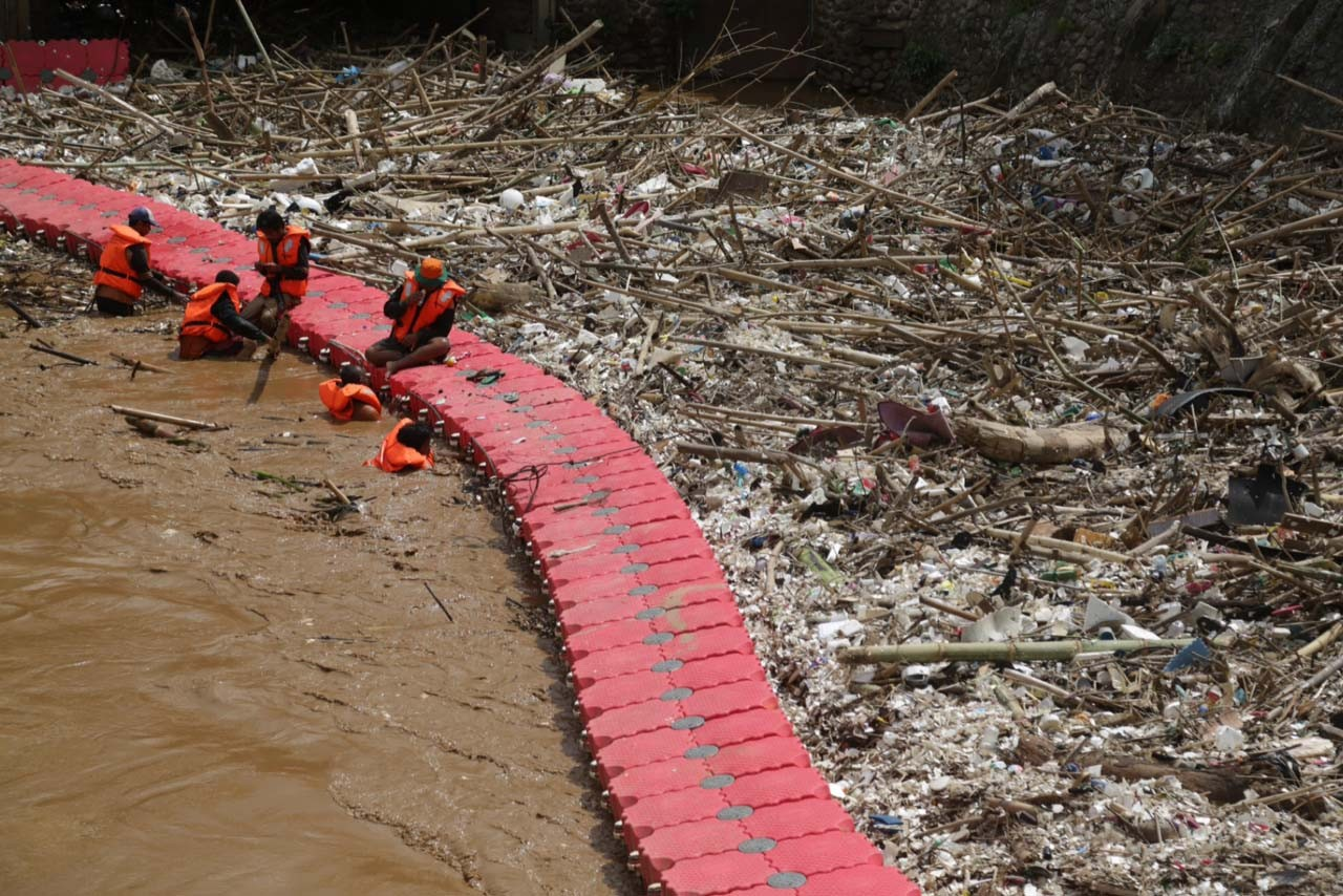 Diapers commonly end up in Jakarta rivers