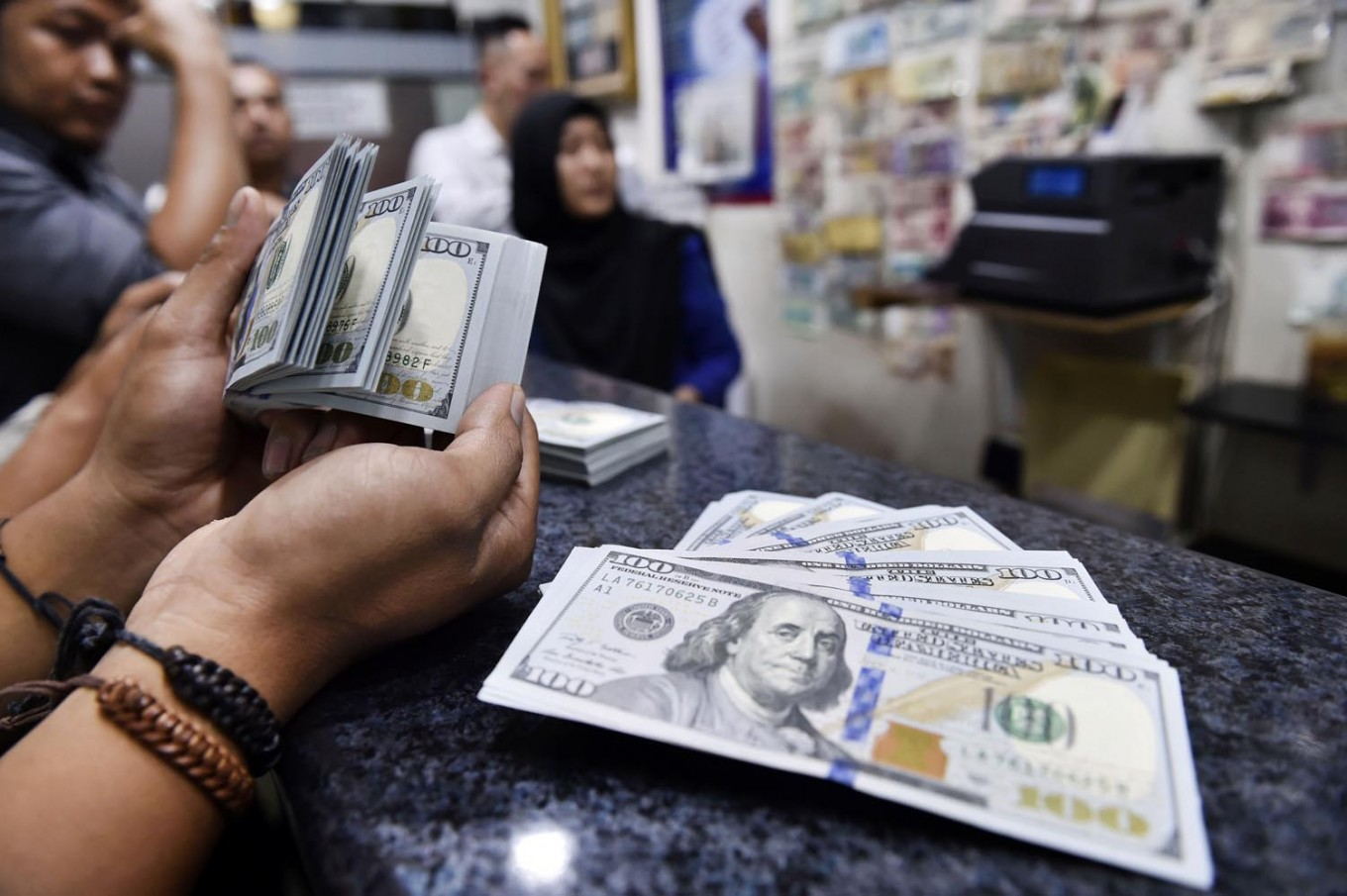 Rupiah continues to weaken against US dollar