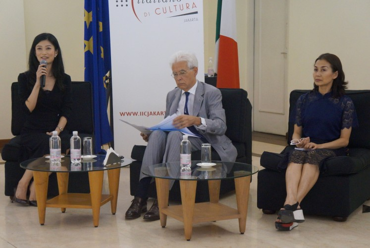 Juliana Tanjo (left), founder and managing director of Dance Prix Indonesia, Vittorio Sandalli (center), Italian ambassador to Indonesia, and Jetty Maika (right) from Speranza Dance Studio during press conference on April 10 at the auditorium of the Italian Cultural Institute Jakarta, Central Jakarta.