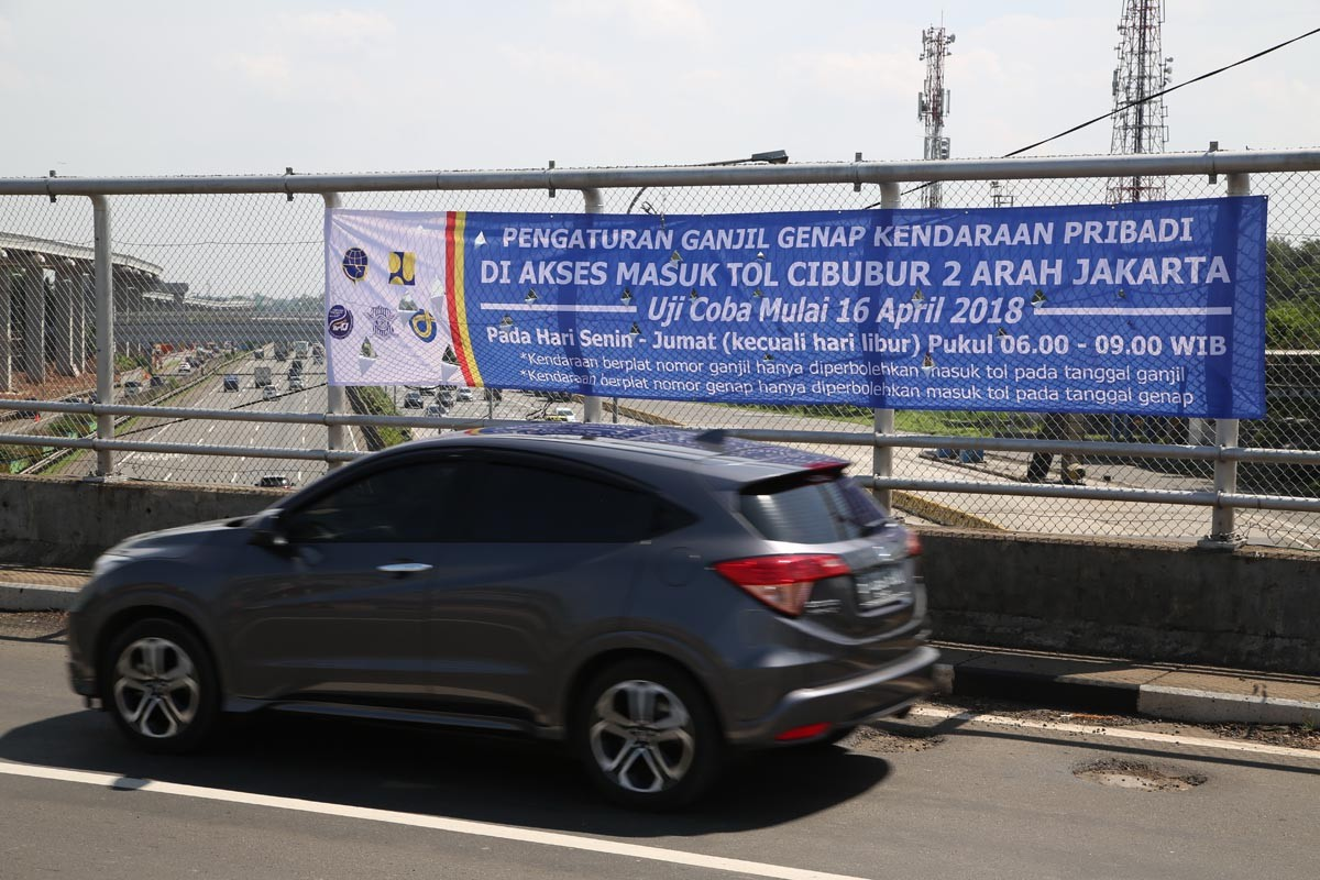 Jakarta to extend odd-even traffic policy until December