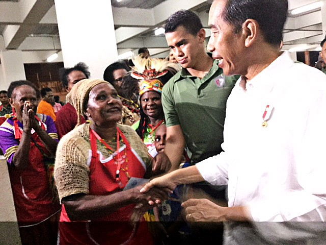 Warm welcome: A female vendor greets President Joko