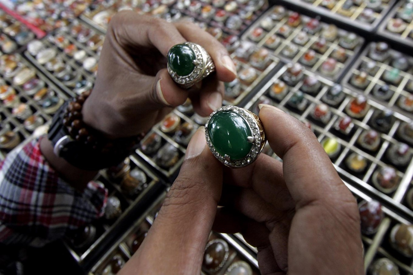 A potential buyer chooses two gemstones. JP/Boy T. Harjanto
