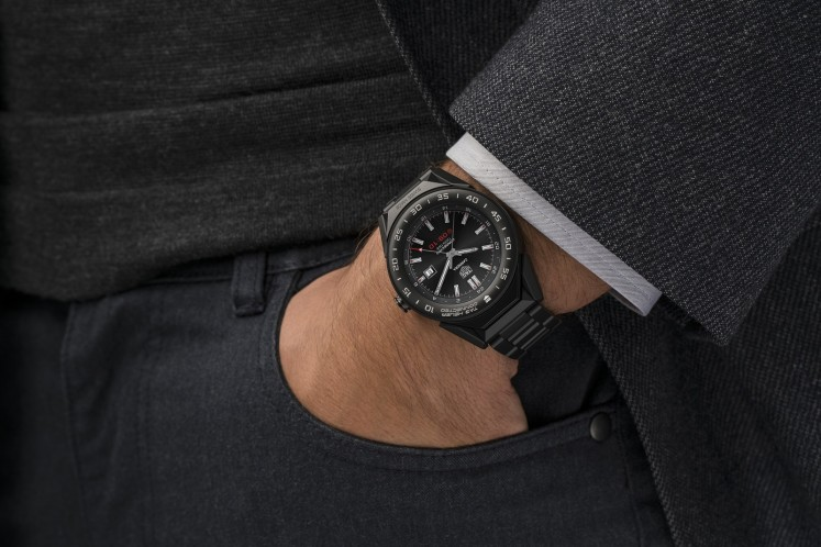 A look at TAG Heuer Connected Modular 41 on a male wrist.