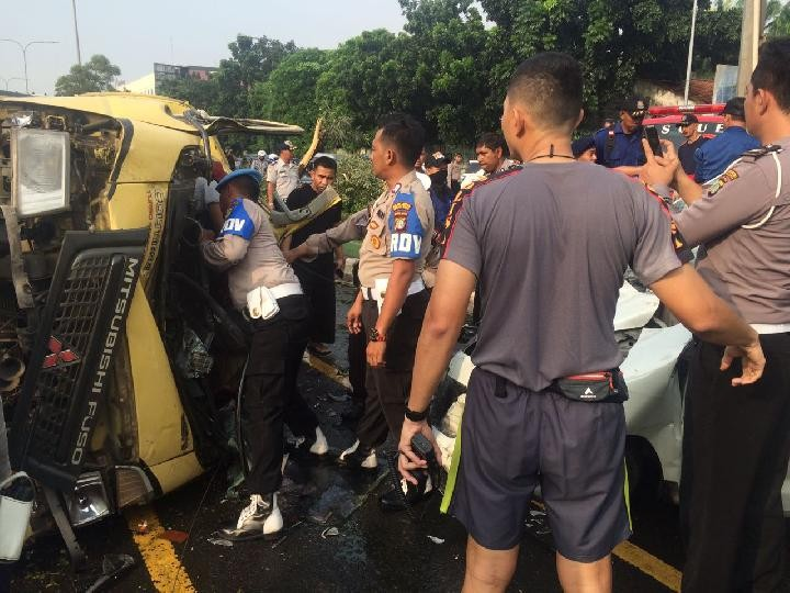 One died, two severely injured in accident in Bekasi