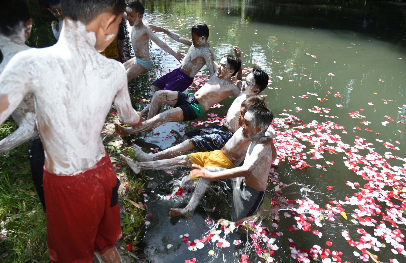 The final plunge into the lake, a symbol of cleansing. Afterward, the children are ready to be circumcised.