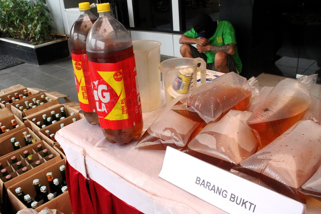 South Sulawesi brothers die after 'binge drinking' bootleg alcohol