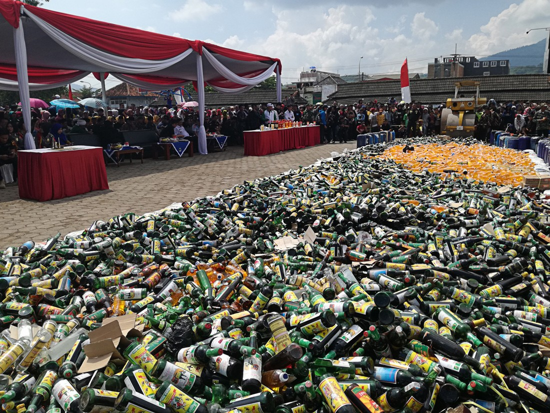 Two named suspects for producing illegal liquor