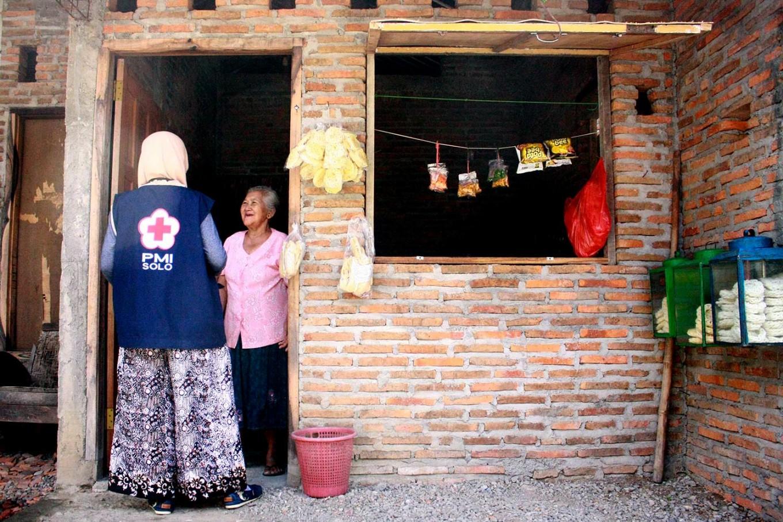 A doctor visits an elderly woman at her home. JP/Maksum Nur Fauzan