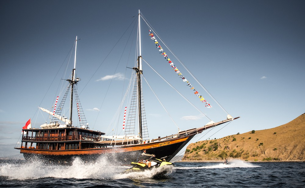 Phinisi-style superyacht wins at Asia Boating Awards