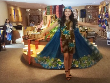 'Lurik' fashion show enlivens Kartini Day in Surakarta