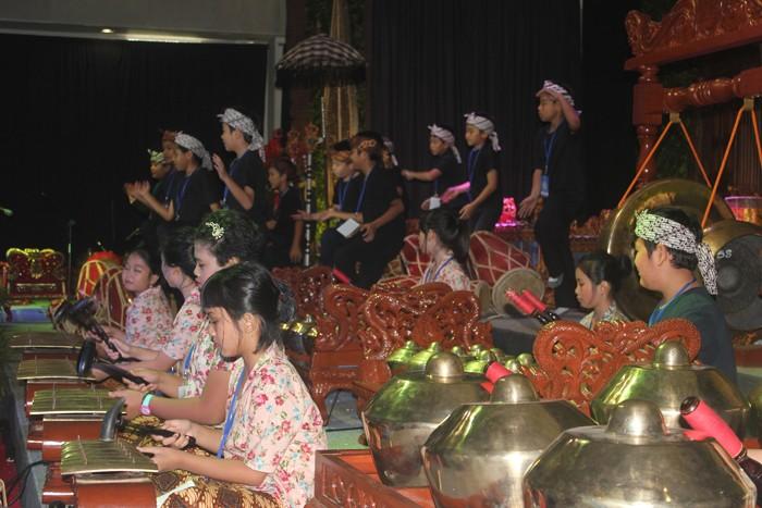 Sekolah Bogor Raya (SBR) elementary students perform using