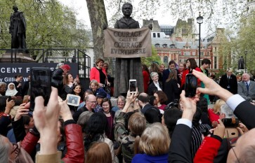Women's vote campaigner statue unveiled in London