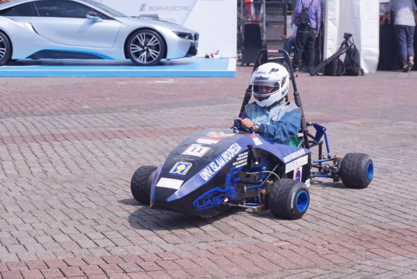 Electric cars made by Indonesian students featured at Jakarta motor ...