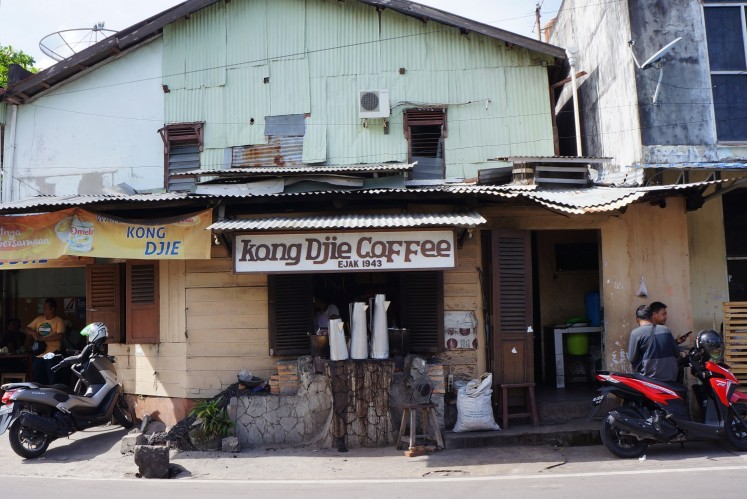 The legendary Kong Djie Coffee is a must for coffee aficionados seeking a traditional cup of Belitung java.