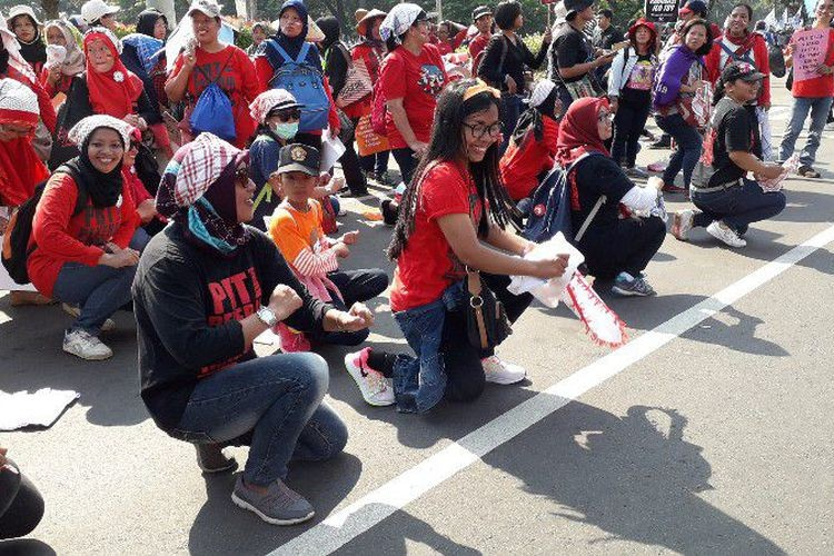 Dancing domestic workers demand protection