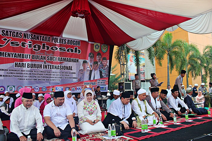 Bogor workers celebrate May Day with mass prayer