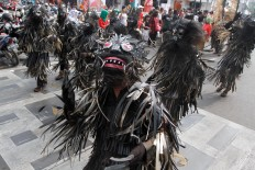A contingent from Banjar regency, West Java, perform the Jurig Sarengseng ritual during the carnival. The devilish costumes represent bad deeds that need to be cleansed. JP/Arya Dipa