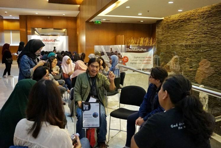Senior photojournalist PJ Leo shares his knowledge during the  'Living Library' session at the Writers' Series event in Central Jakarta on May 5.