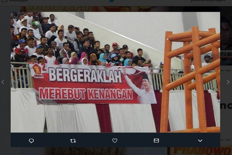 Banner blunder shows Prabowo asking supporters to seize memories
