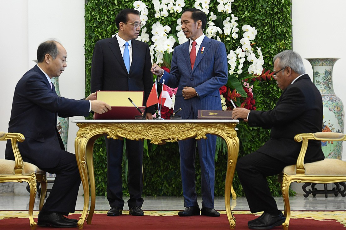 China committed to peaceful settlement of South China Sea disputes