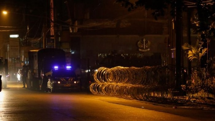 Barbed wire installed at the entrance to the National Police Mobile Brigade headquarters (Mako Brimob) in Depok, West Java, following a riot on Tuesday night.