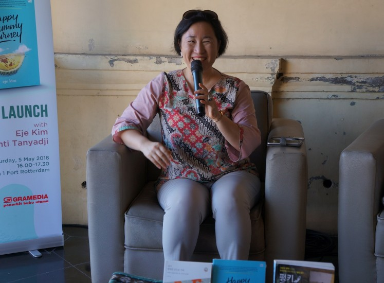 "Eje Kim speaks to the audience during the launch of her book ""Happy Yummy Journey"" at the Makassar International Writers Festival in Makassar, South Sulawesi, on May 5."