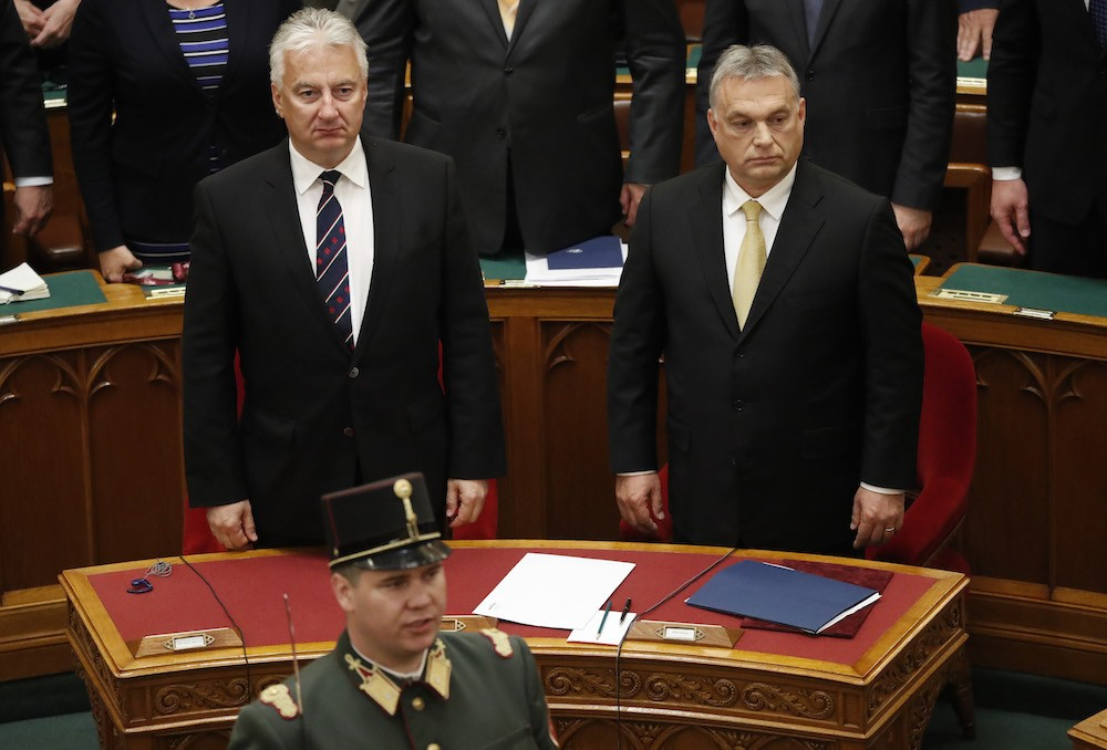 Hungary PM apologises for 'useful idiots' remark