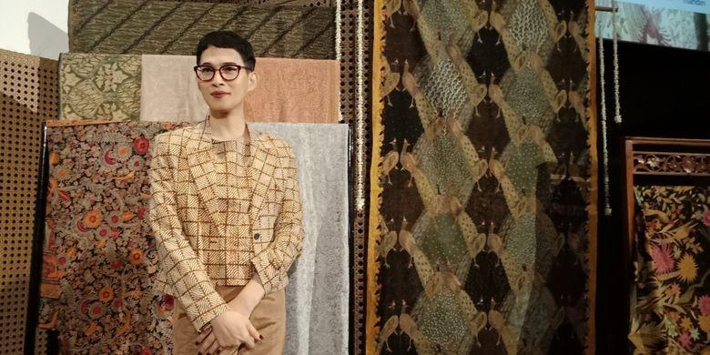 Oscar Lawalata set to exhibit Batik at UNESCO Paris headquarters