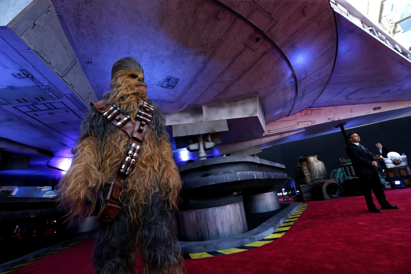 'Star Wars' spaceship lands at Disney's 'Solo' premiere in Hollywood