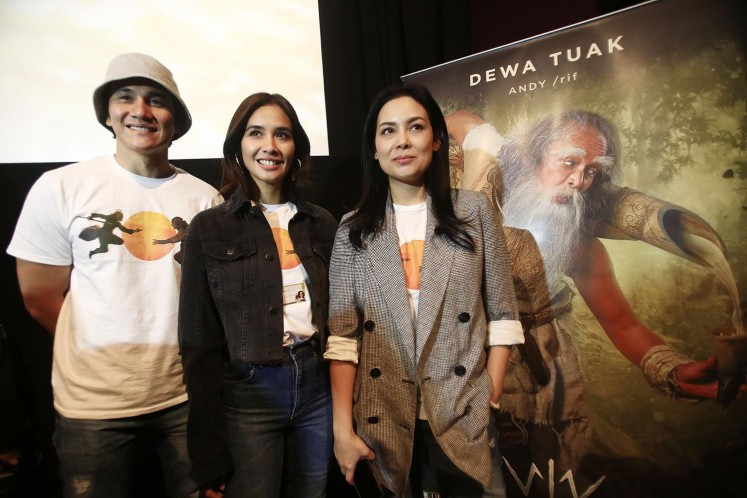(from left to right) Actor Vino G. Bastian, actress Marsha Timothy and producer Sheila Timothy during the launch of the 'Wiro Sableng' teaser trailer on Friday, May 11, 2018 in Plaza Indonesia, Central Jakarta.