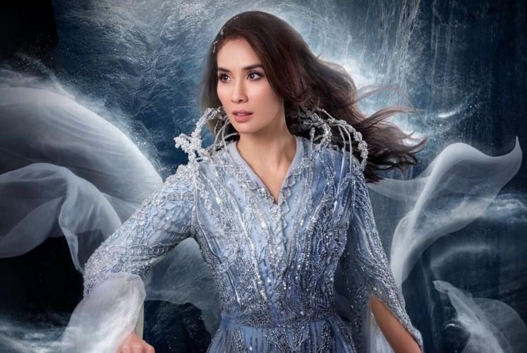 Marsha Timothy as Bidadari Angin Timur in 'Wiro Sableng'