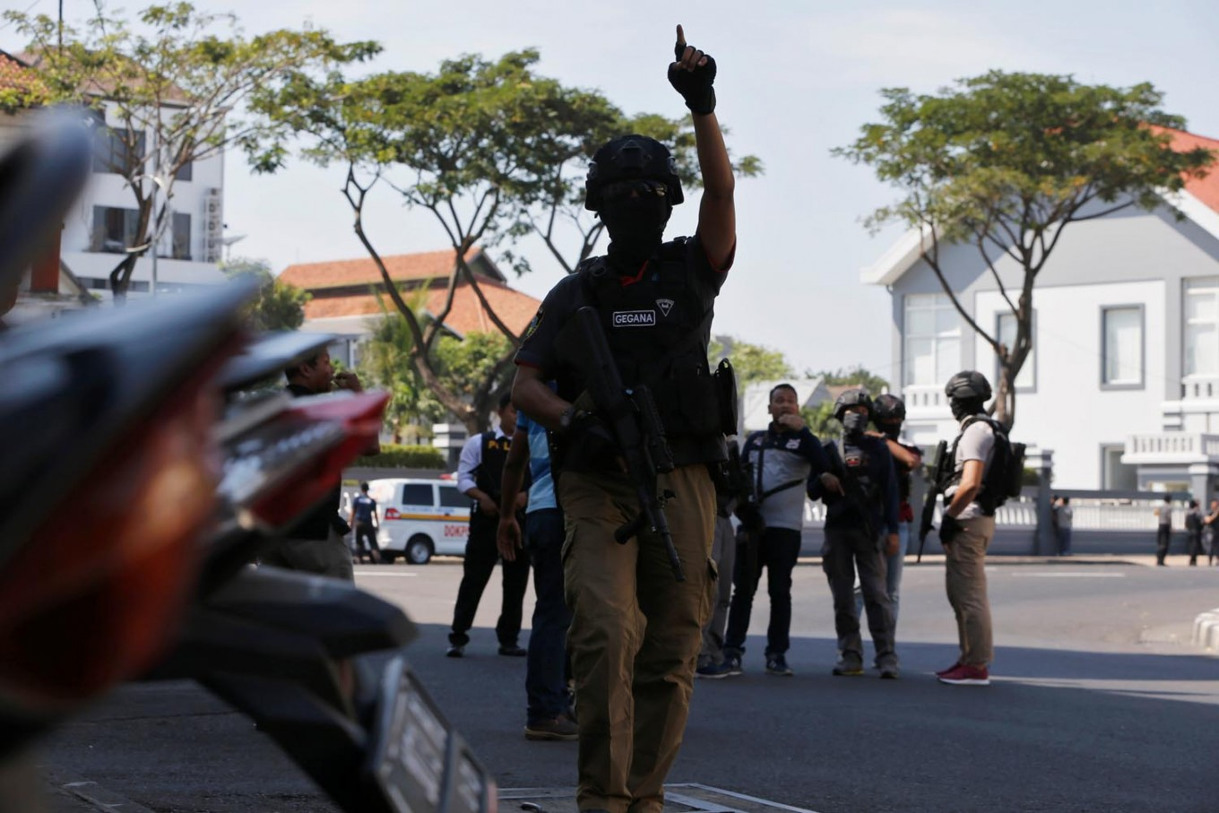 Jokowi to issue Perppu if House fails to revise terror law