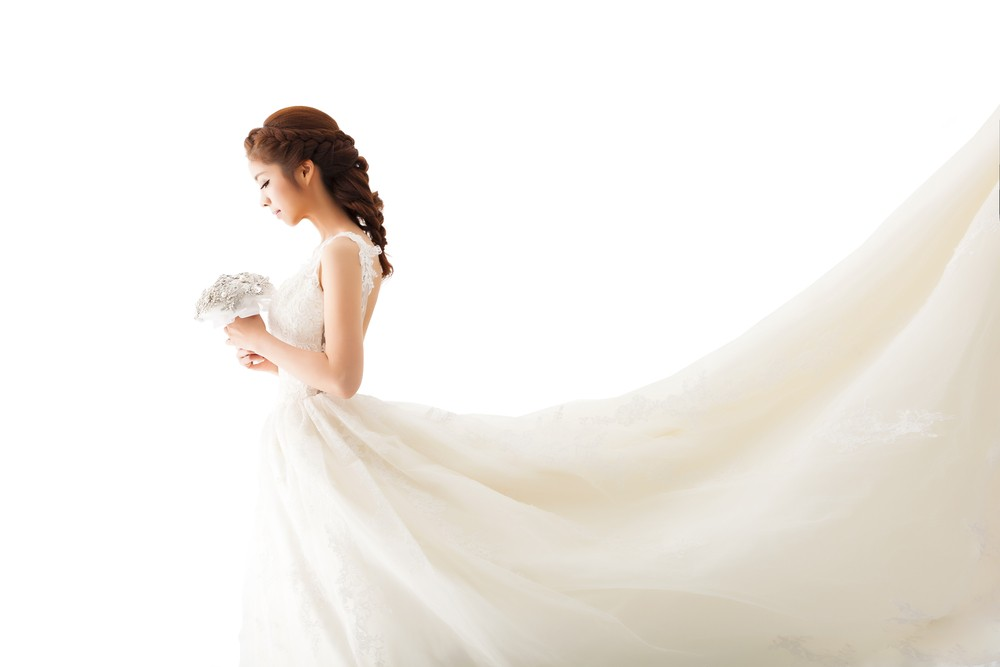 China's latest wedding craze is a flying veil