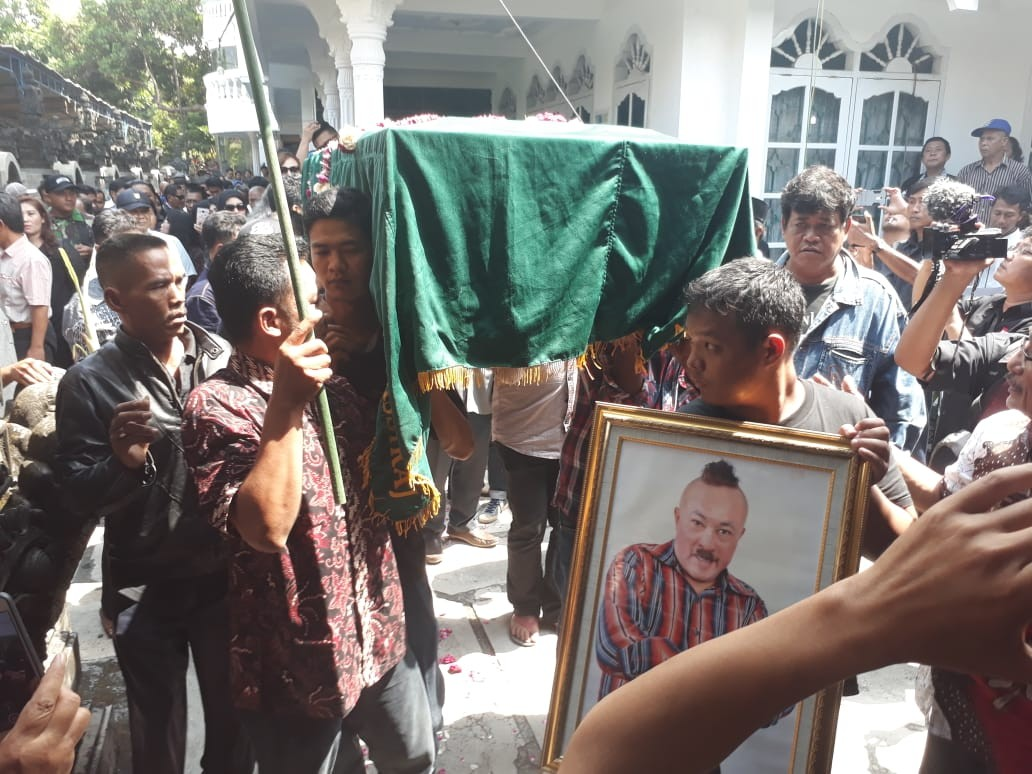 Srimulat member Gogon buried in Boyolali