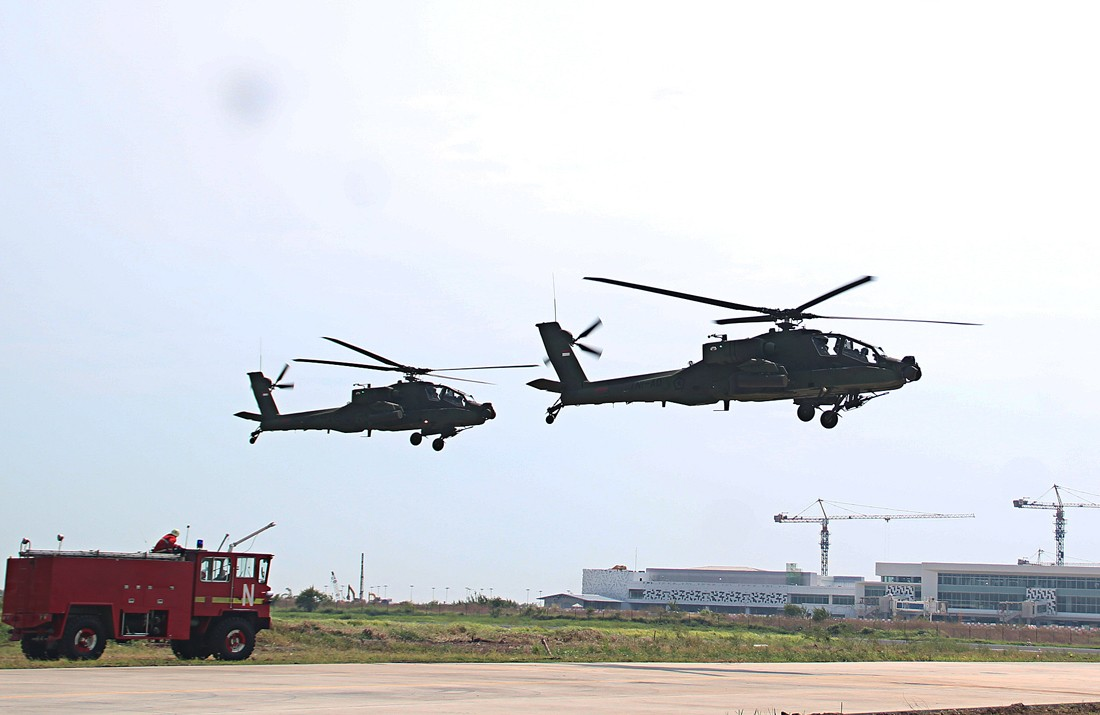 Indonesian Army gets eight Apache helicopters