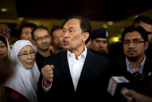Anwar reassures Malays who fear losing racial advantage
