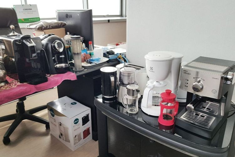 Jakarta civil servant turns office into 'coffee shop'