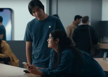 Samsung mocks iPhone anew in latest ad