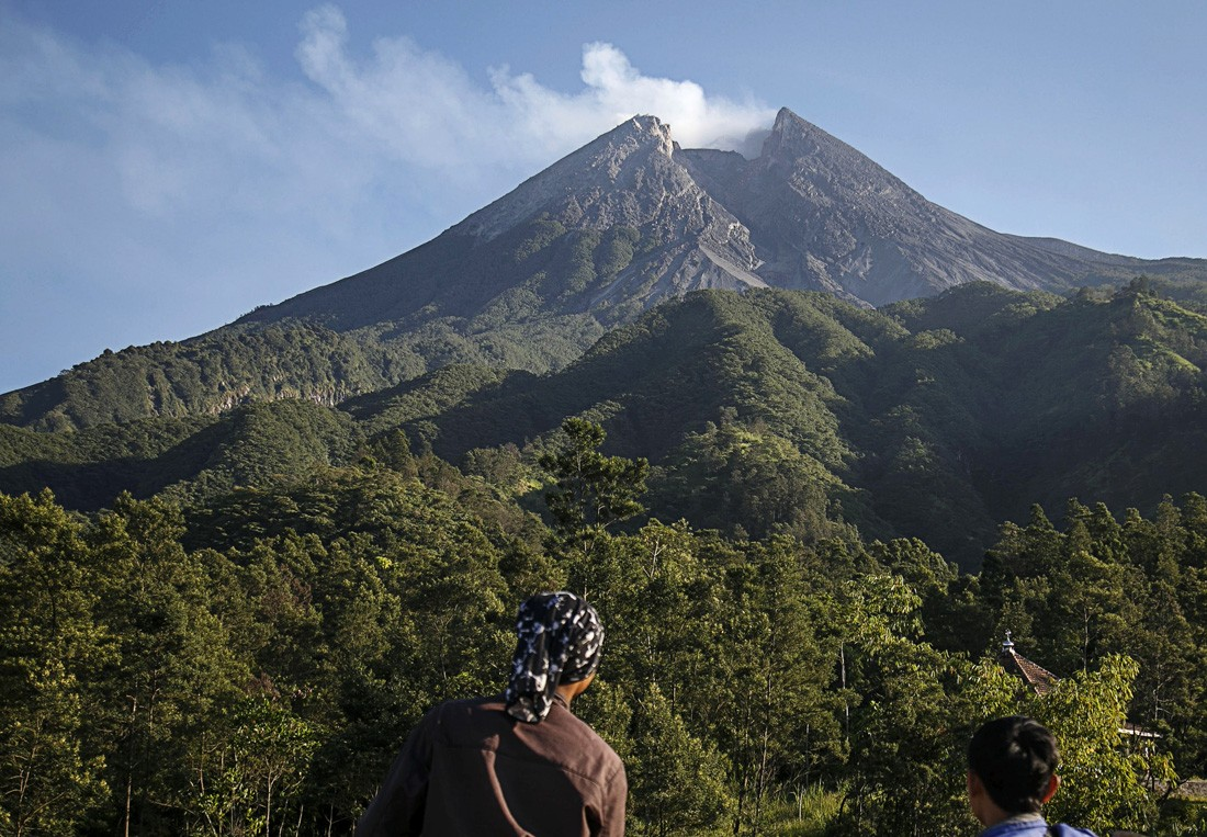 Climbers told to cancel plans to celebrate New Year's Eve on Mt. Merapi