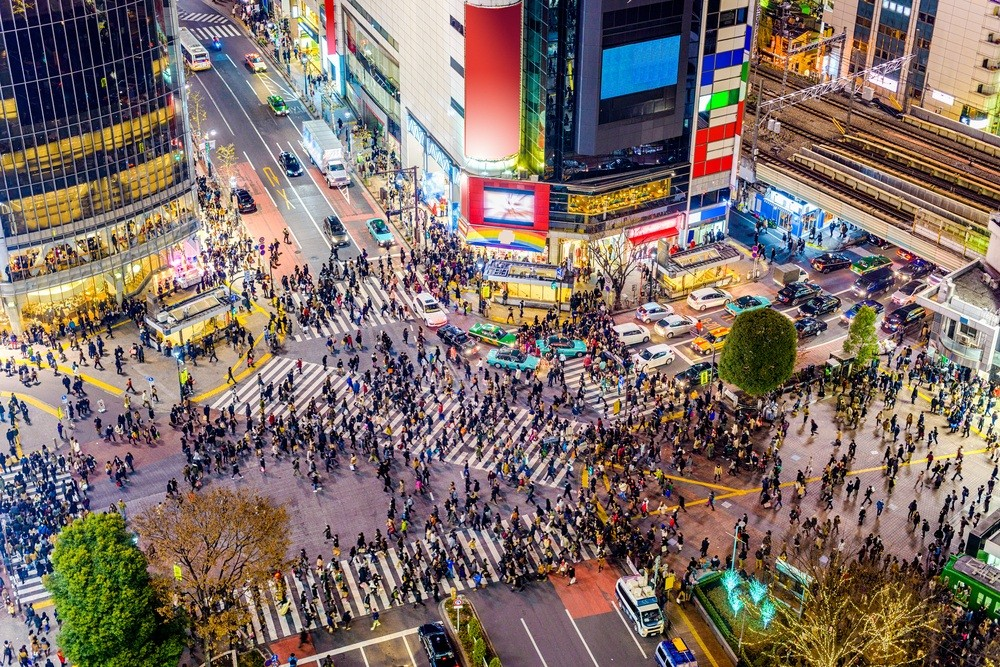 Night tours draw foreign tourists to Tokyo's buzzing Shibuya district