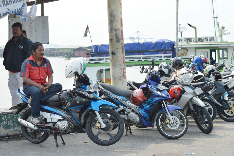 Brothers fight over 'ojek' passenger in West Jakarta
