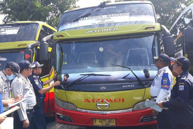Only 22 of 97 buses in Kalideres station pass roadworthy tests