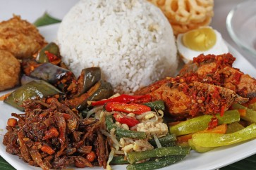 Alternative eateries for 'sahur' in Jakarta