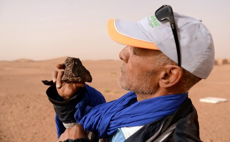 In Moroccan desert, meteorite hunters seek to strike it rich