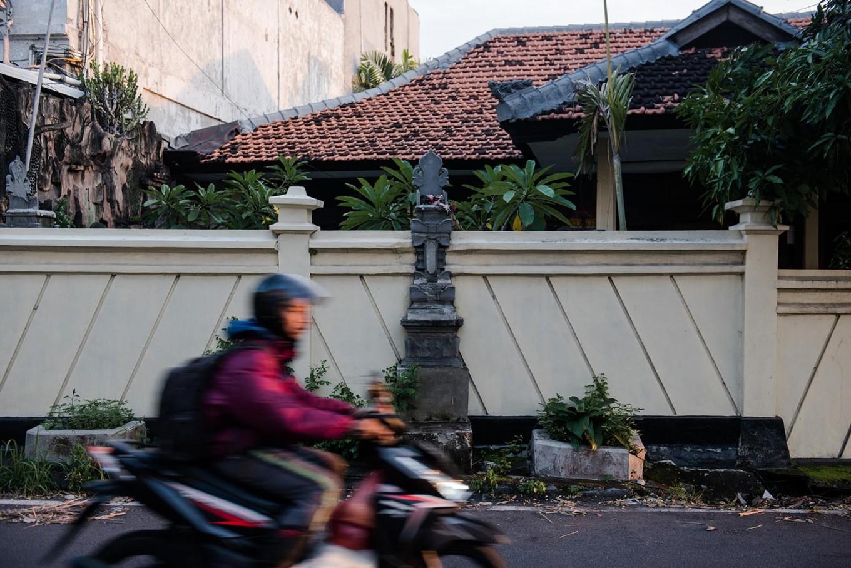 A stone alter on Jl. Narakusuma, Denpasar, Bali. [JP/Anggara Mahendra